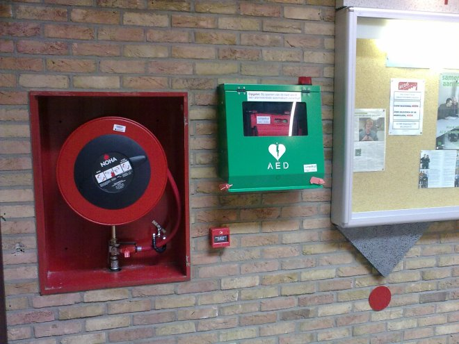 Voorbeeld AED (foto met dank aan Rode Kruis Vlaanderen-